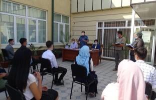 Andijon shahri 3-sektor rahbari tadbirkorlik qilish istagida bo'lgan yoshlar muammolarini …